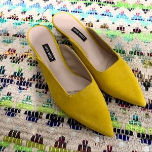 NINE WEST FAMILLE  YELLOW POINTY TOE MULES
